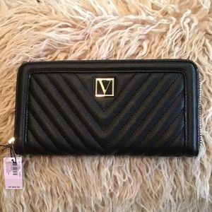 NEW! The Victoria Wallet NWT